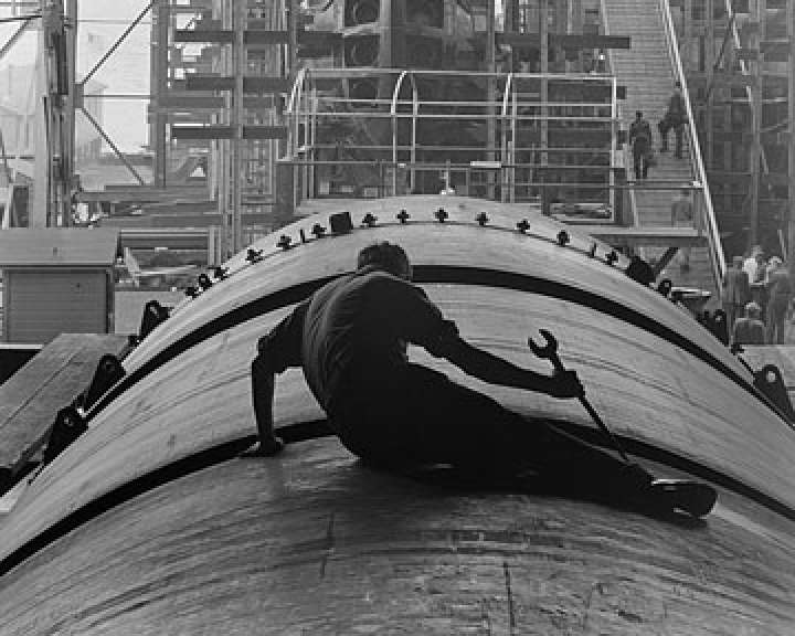 Submarine builder, CT, by Fenno Jacobs, 1943. National Archives, General Records of the U.S. Navy