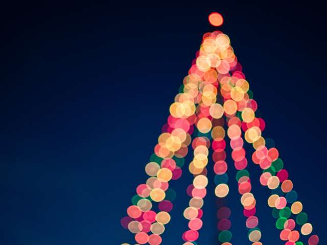 The blurred and colorful lights on a Christmas Tree. Pexels photo.