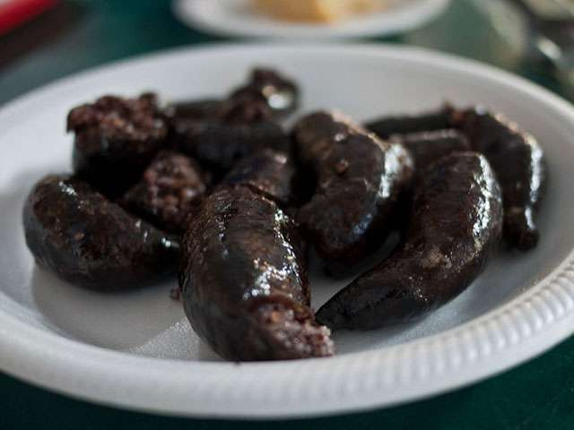 A white plate with Polish blood sausages.