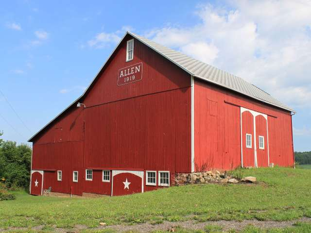 Dwight Burdette, Centennial Barn Allen Farm Clinton Michigan, CC BY 3.0