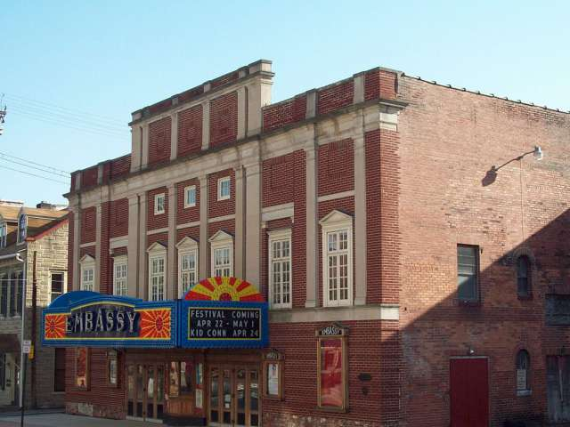 View of the brick Embassy Theater in Lewistown, PA. By Pubdog [Public domain], via Wikimedia Commons