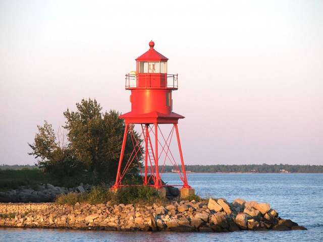 Photo of Alpena Lighthouse. Photo by Dylan L. Tanner (Own work) [CC BY-SA 2.5 (creativecommons.org/licenses/by-sa/2.5)], via Wikimedia Commons